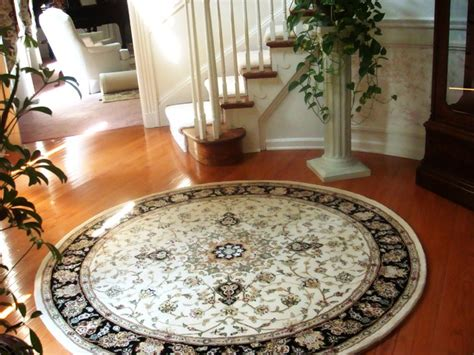 Round Rug with Curved Staircase - Traditional - Entry